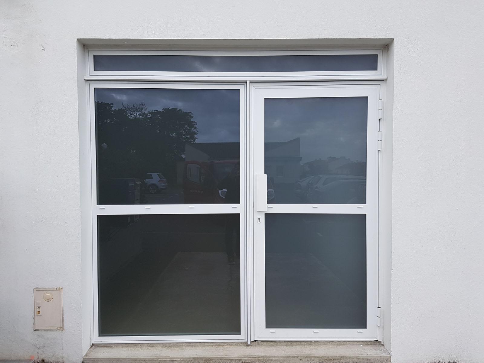 Menuise ext rieure porte d 39 entr e garage mba menuiserie - Porte vitree acoustique ...