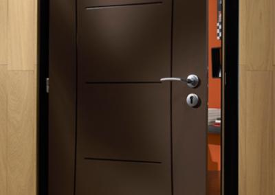Porte marron TECHNIDECOR de chez AVM - MBA MENUISERIE