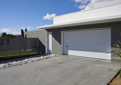 Porte de garage sectionnelle de chez Novoferm - MBA MENUISERIE