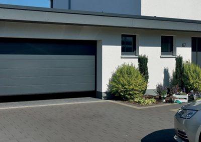 Porte de garage sectionnelle de chez Tubauto - MBA MENUISERIE